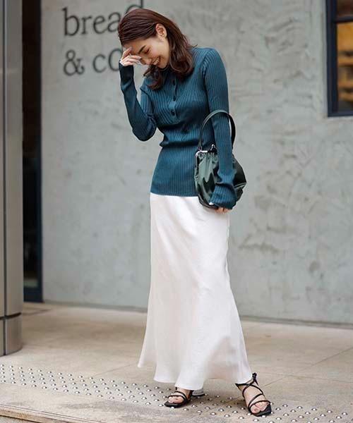 シルキーマーメイドスカートのコーデ