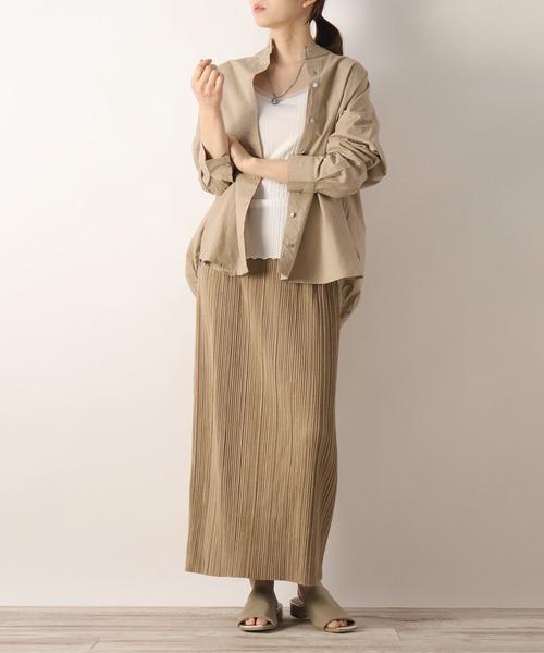 ベージュシャツ×スウェードベージュスカート