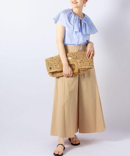 夏 ブルーブラウス×ベージュロングスカート
