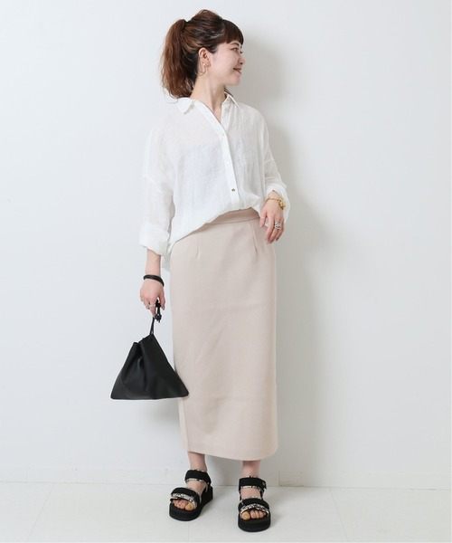 春 白シャツ×ベージュロングスカート