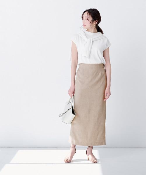白ニット×リネン風ベージュスカート