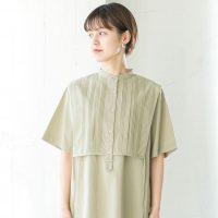 カーキシャツで作る夏コーデ特集。大人カラーな色合いで叶える上品な着こなしをご紹介