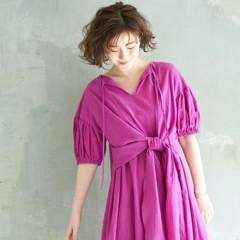 フューシャピンクをおしゃれにコーデ。大人女性が鮮やかな色を着こなすには?