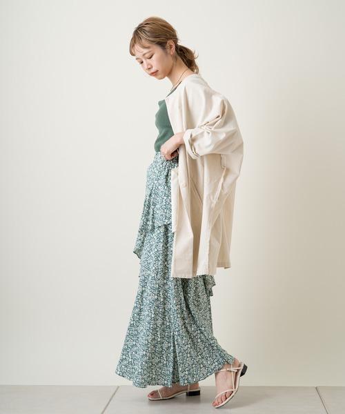 花柄フリルスカート×ロングシャツの春コーデ