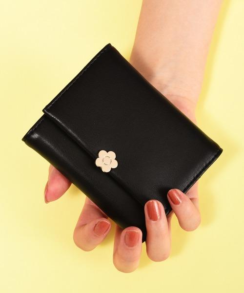 シックな黒にアイコンモチーフが映えるミニ財布