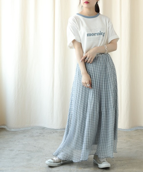 Tシャツ×プリーツロングスカートで大人カジュアルに