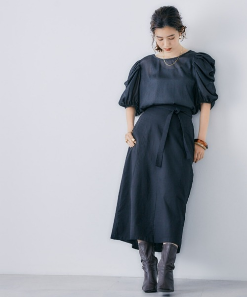 黒ミディアムスカートのコーデ
