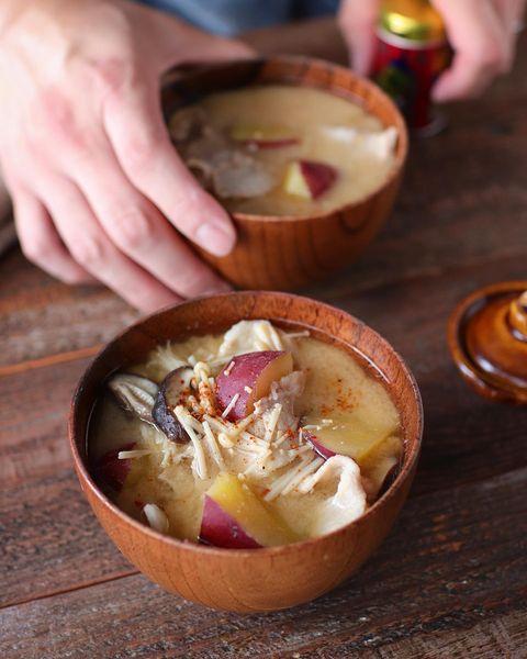秋の具沢山味噌汁♪さつまいもの豚汁レシピ