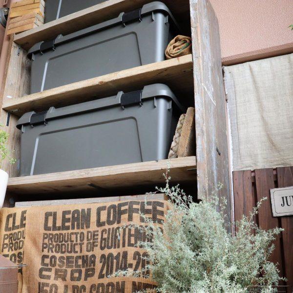 DIY収納棚を使った室外機の目隠しアイデア