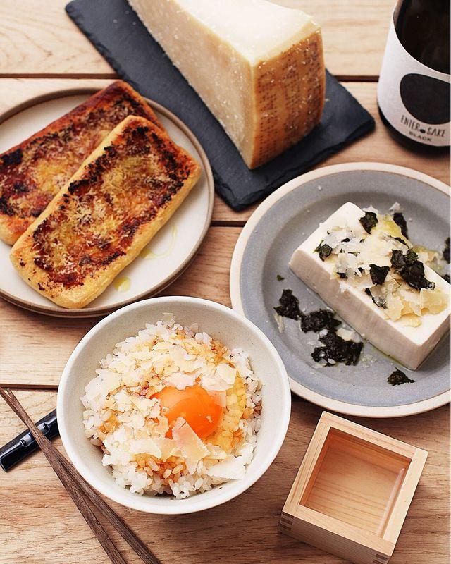 豆腐、冷奴、海苔、ご飯、卵、チーズ、パルミジャーノ・レッジャーノ。