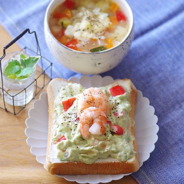 おしゃれ♡海老アボカドマヨトーストレシピ