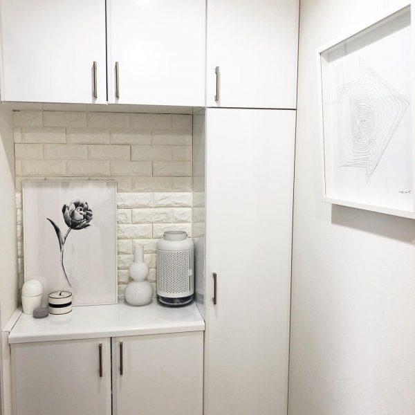 全体を白で統一した飾り棚レイアウト