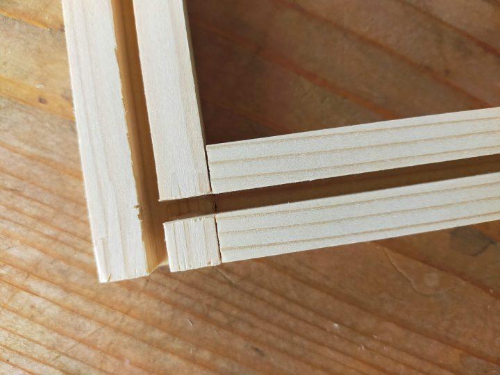 木枠を組む2