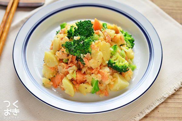 塩気が美味な鮭とブロッコリーのポテトサラダ