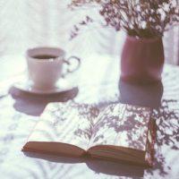 時間を忘れる読むべき有名小説をご紹介。人におすすめしたくなる面白い作品を厳選