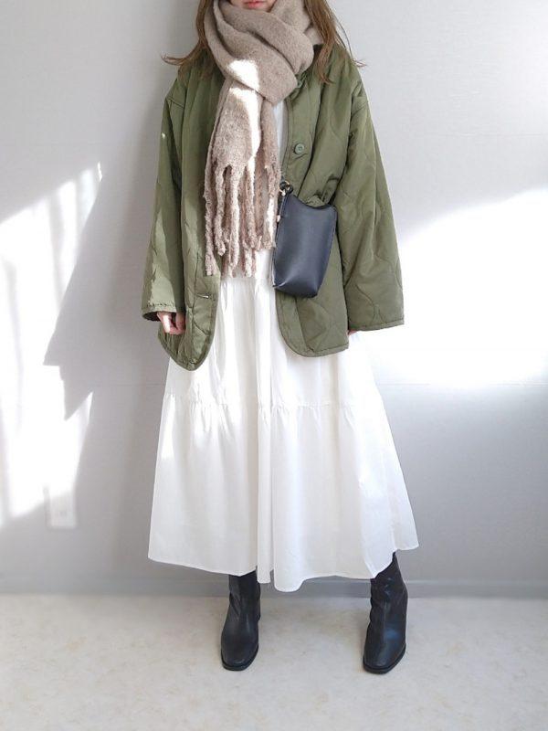 白ティアードワンピース×ジャケットコーデ