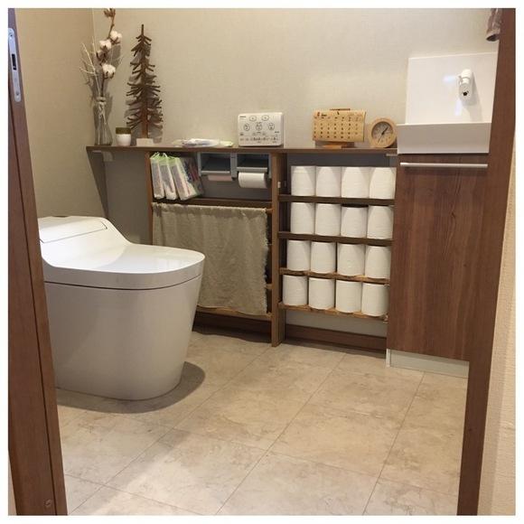 作りつけの棚のようなトイレ収納DIY術