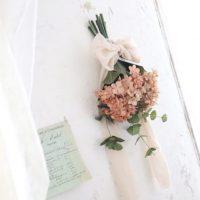 【連載】《セリア》の造花を「染色」リメイク!本物そっくりの「ドライ紫陽花スワッグ」を作ろう!