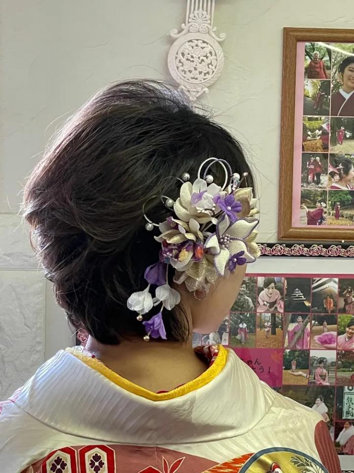 大ぶりの花がおしゃれな前髪なしの着物ヘア
