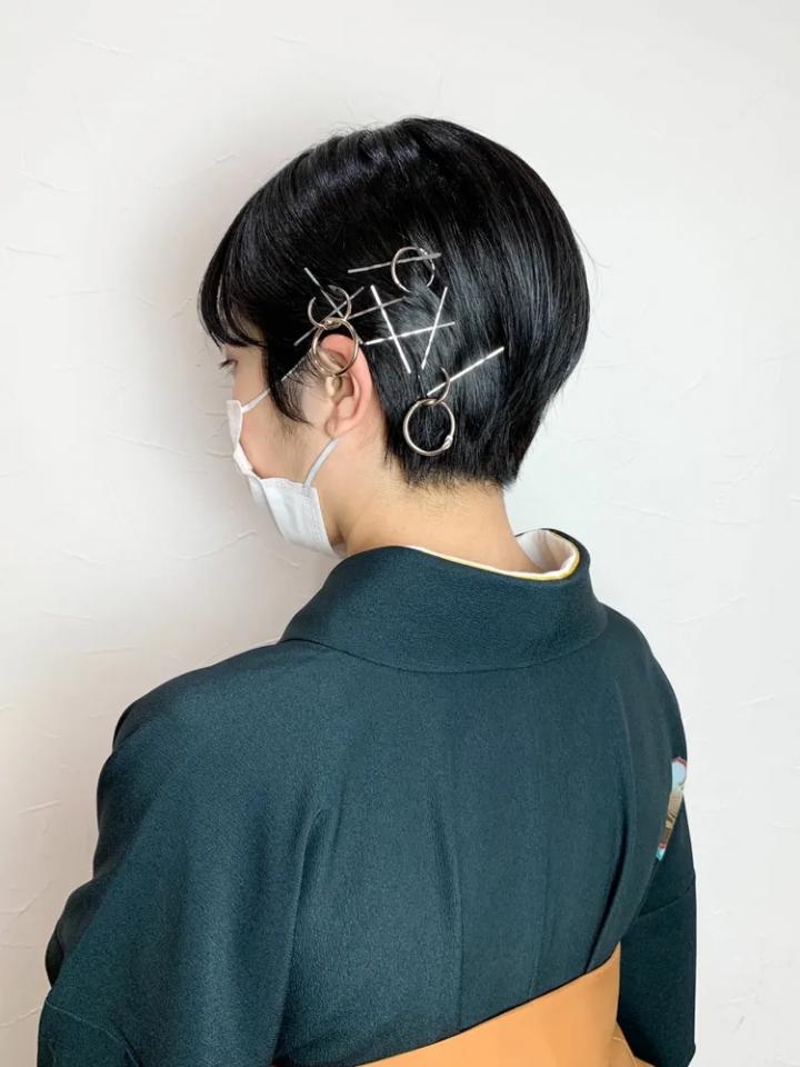 シルバーアクセが映える前髪なし向けの着物ヘア