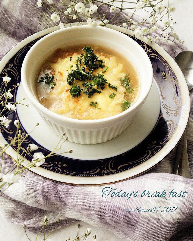 朝食にも。餅のオニオングラタンスープレシピ