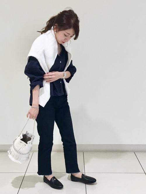 紺リネンシャツ×黒パンツの秋コーデ