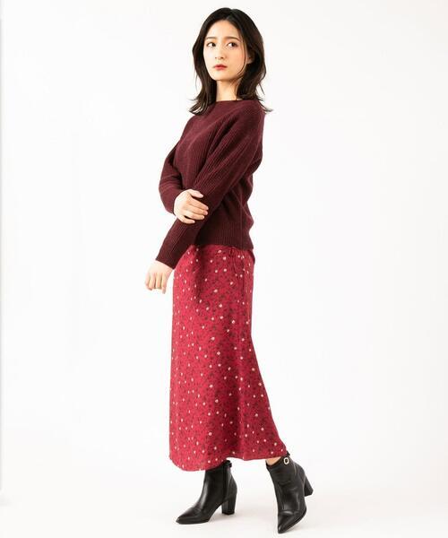 赤ニット×赤ドット柄スカートの秋コーデ