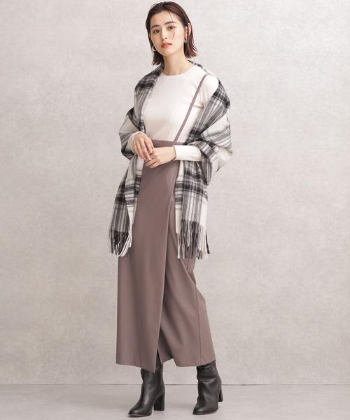 白ニット×フェイクレザータイトスカート