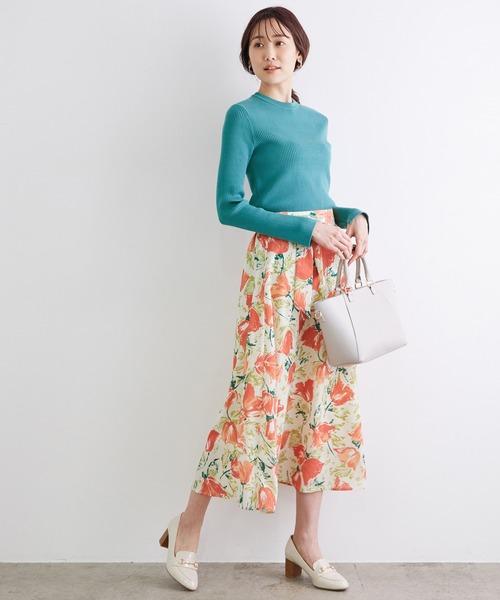 クルーネックリブニット×レディース花柄スカート