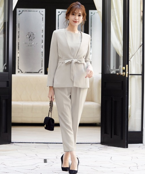 ノーカラージャケット・オールインワンパンツドレスの2点セットアップセレモニースーツ