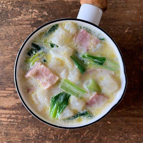 ミルクスープ、小松菜、ハム、じゃがいも。
