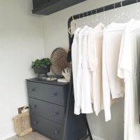 IKEAで作るウォークインクローゼットの収納術。洋服や小物もこれでスッキリ