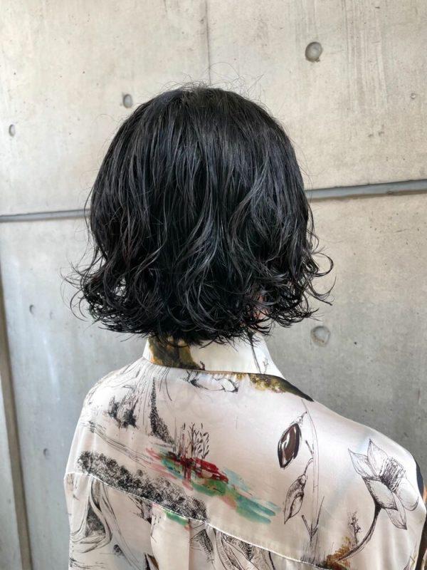 黒髪でもカジュアルなデジタルパーマ×ショートボブ