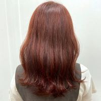 レッドブラウンで大人可愛く。意外に馴染む女性におすすめの髪色をご紹介