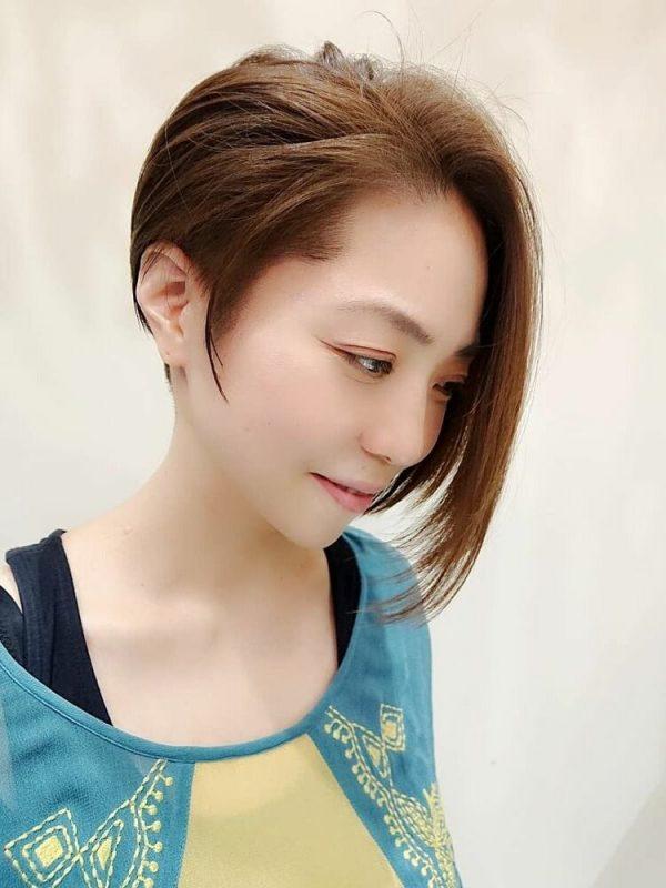 アシメ前髪のショートヘア6