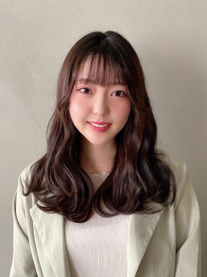 巻いた髪をほぐすだけの簡単韓国風パーマ