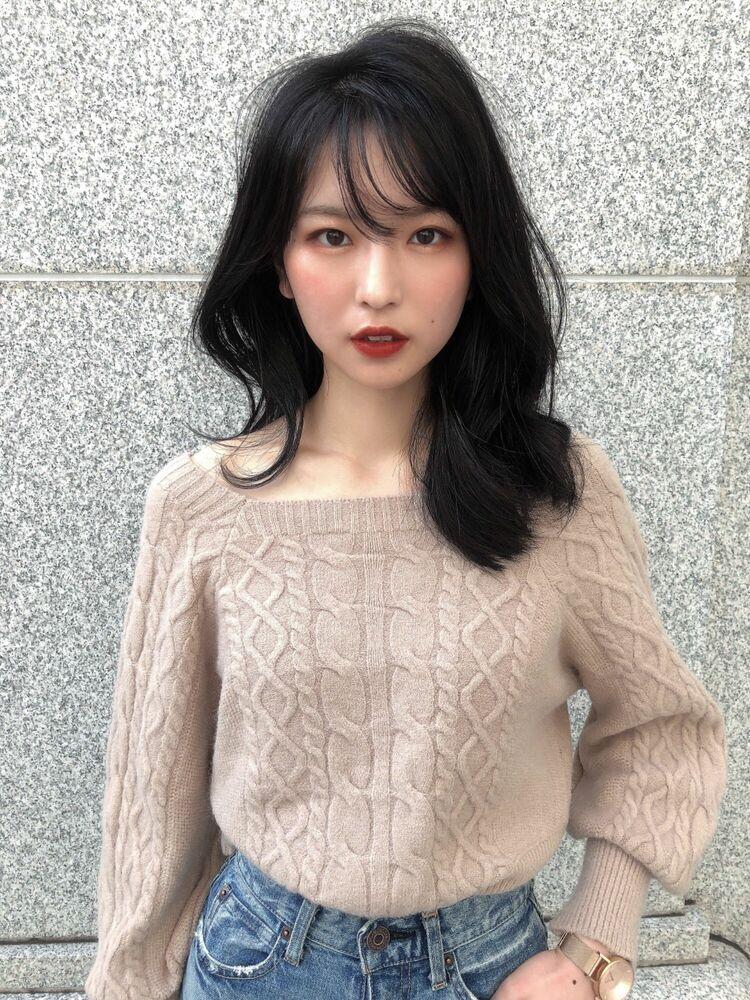 韓国風くびれセミロングのパーマヘア