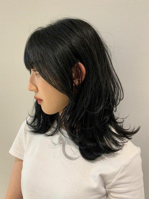 ミディアムレイヤーで冬のトレンド髪型