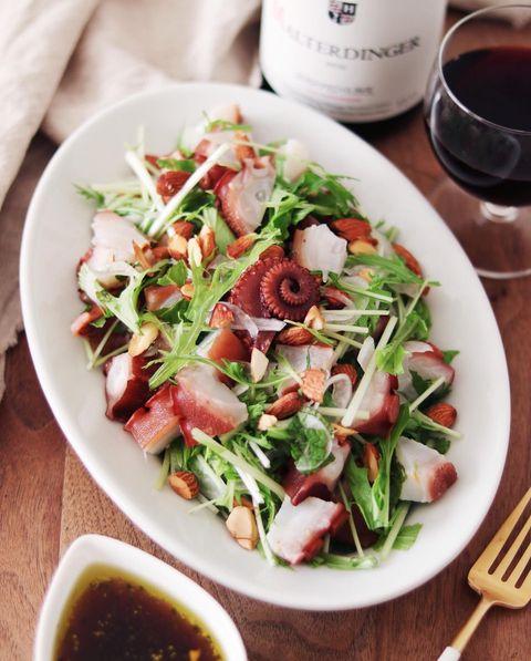 おしゃれなタコと水菜のアーモンドサラダ