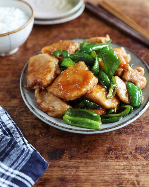 鶏肉、ピーマン、炒め物、中華風。