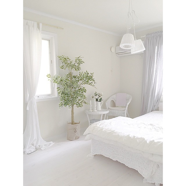 シャービックなインテリアの寝室