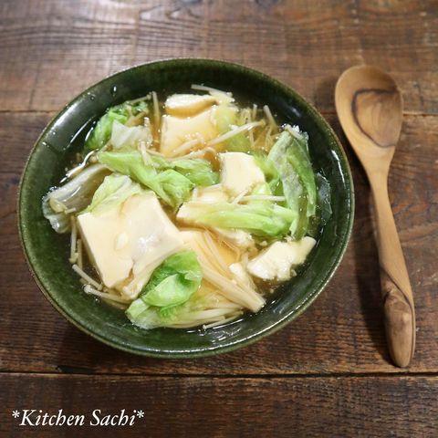 えのきだけ、きのこ、レタス、豆腐、野菜、スープ。