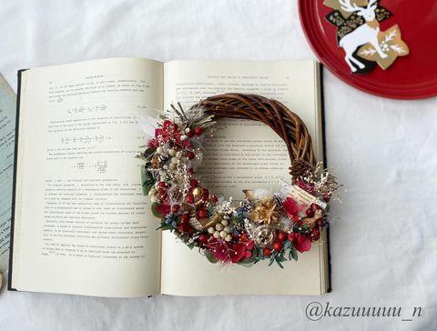 木の実がおしゃれな手作りクリスマスリース