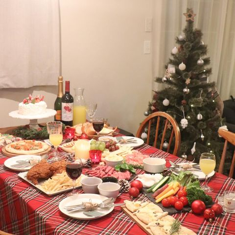 クリスマスパーティーの飾り付け