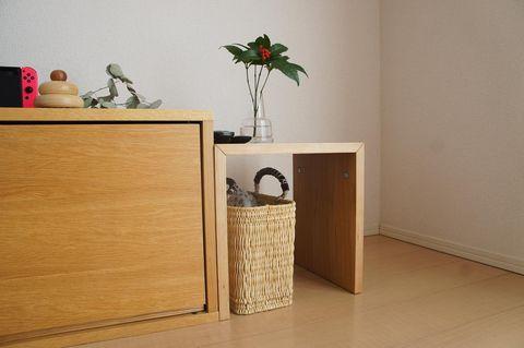 コの字の家具でかごの収納
