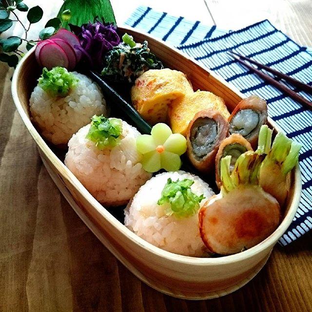 かぶ、グリル、お弁当、炊き込みご飯、葉、だし巻き卵、肉巻き、白和え、春菊、紫キャベツ、酢漬け。