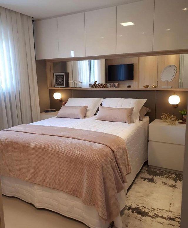 ホテルのようなインテリアの寝室