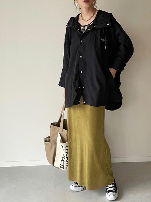 黒コンバース×黄色スカートの秋コーデ