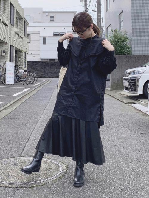 黒つけ襟×黒マキシスカートの秋コーデ