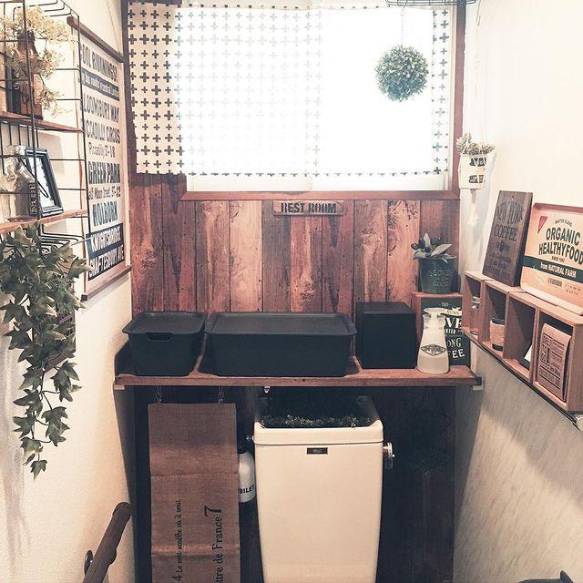 蓋付きボックス×木製棚の収納アイデア